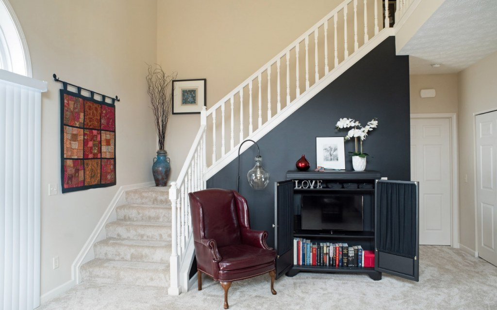 Simple L-shaped staircase